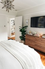 Elegant Small Master Bedroom Decoration Ideas 14