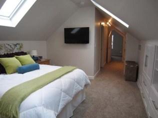 Elegant Small Master Bedroom Decoration Ideas 15