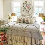 Elegant Small Master Bedroom Decoration Ideas 24