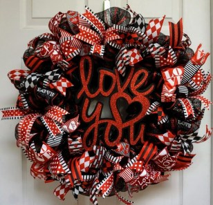 Fun And Festive Way Decorate Your Home For Valentine 09