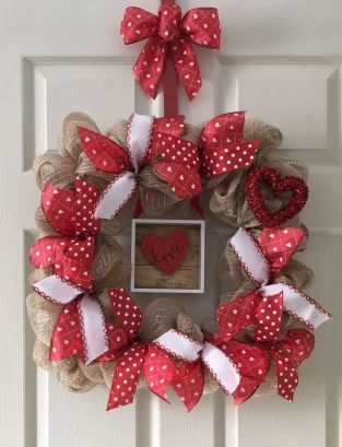 Fun And Festive Way Decorate Your Home For Valentine 32