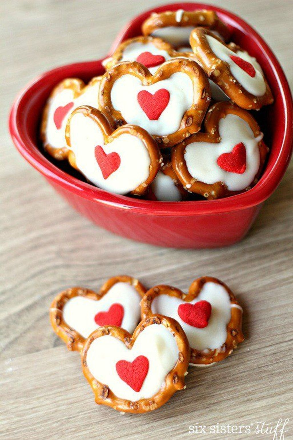 Fun And Festive Way Decorate Your Home For Valentine 41
