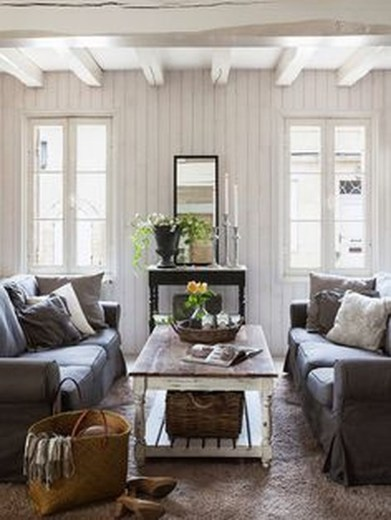 Warm And Cozy Classic Winter Home Decoration Ideas 36