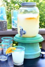 Adorable Farmhouse Spring And Summer Porch Decoration Ideas 15