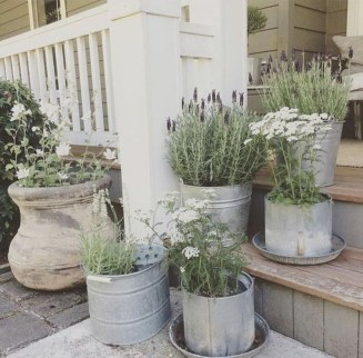 Adorable Farmhouse Spring And Summer Porch Decoration Ideas 24
