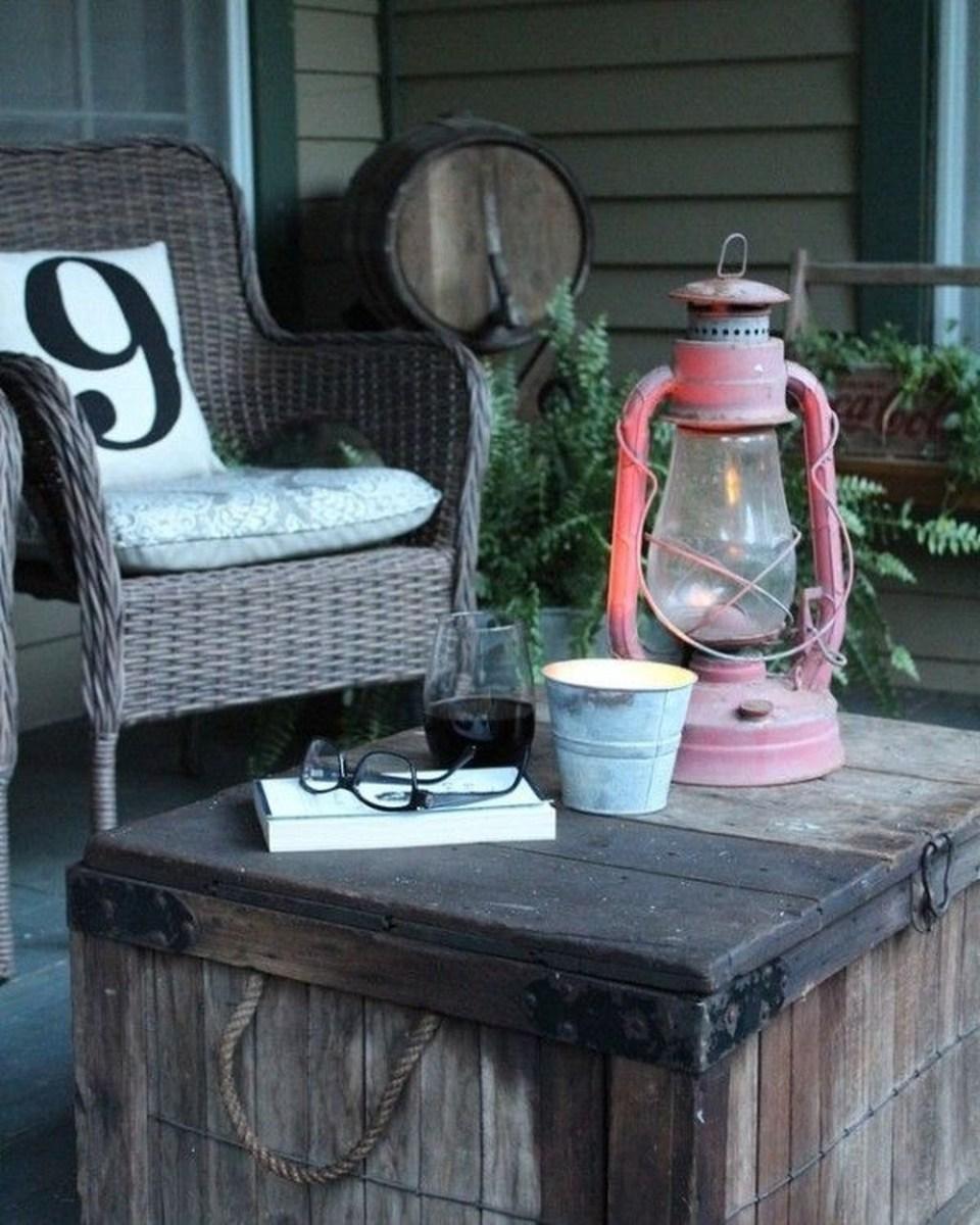 Adorable Farmhouse Spring And Summer Porch Decoration Ideas 33