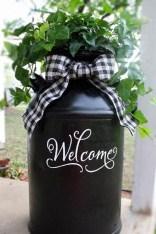 Adorable Farmhouse Spring And Summer Porch Decoration Ideas 37