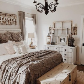 Awesome Rustic Farmhouse Bedroom Decoration Ideas 04