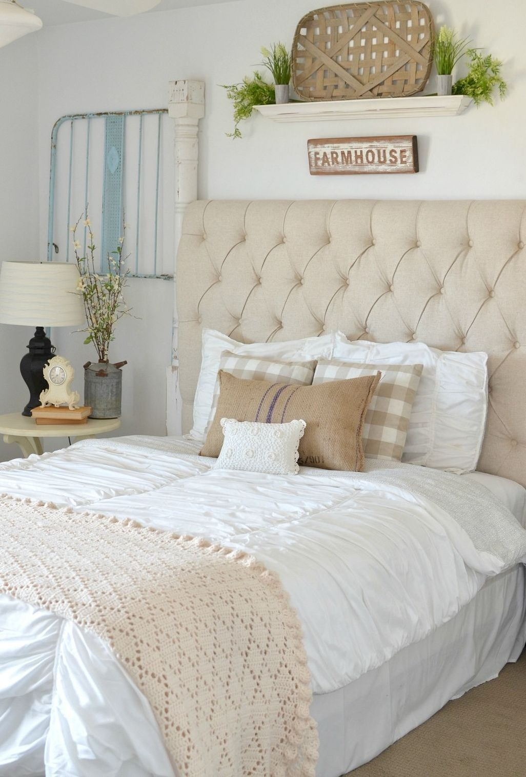 Awesome Rustic Farmhouse Bedroom Decoration Ideas 16