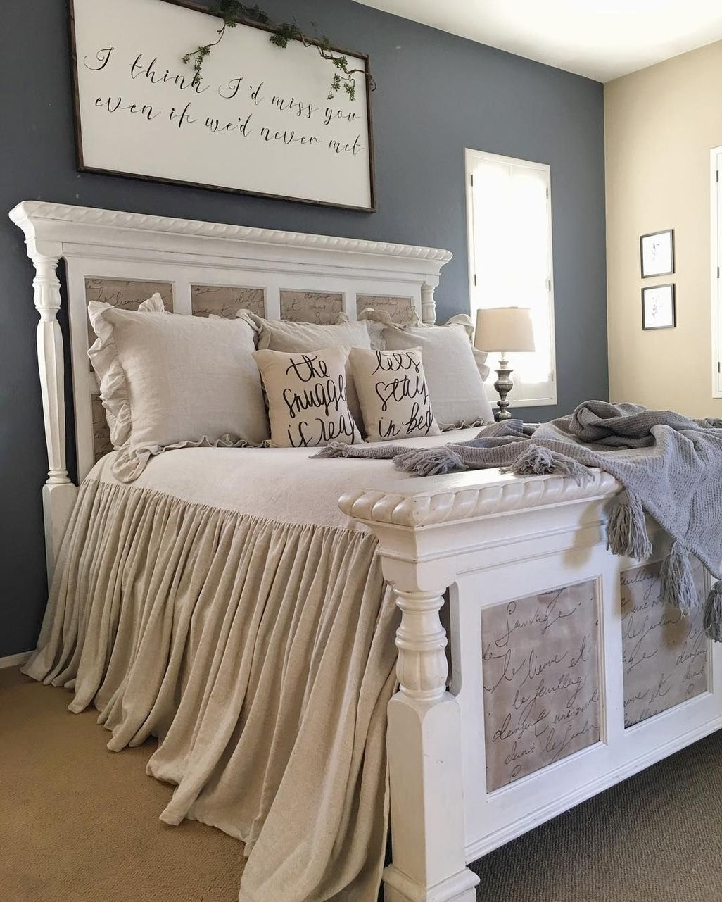 Awesome Rustic Farmhouse Bedroom Decoration Ideas 17
