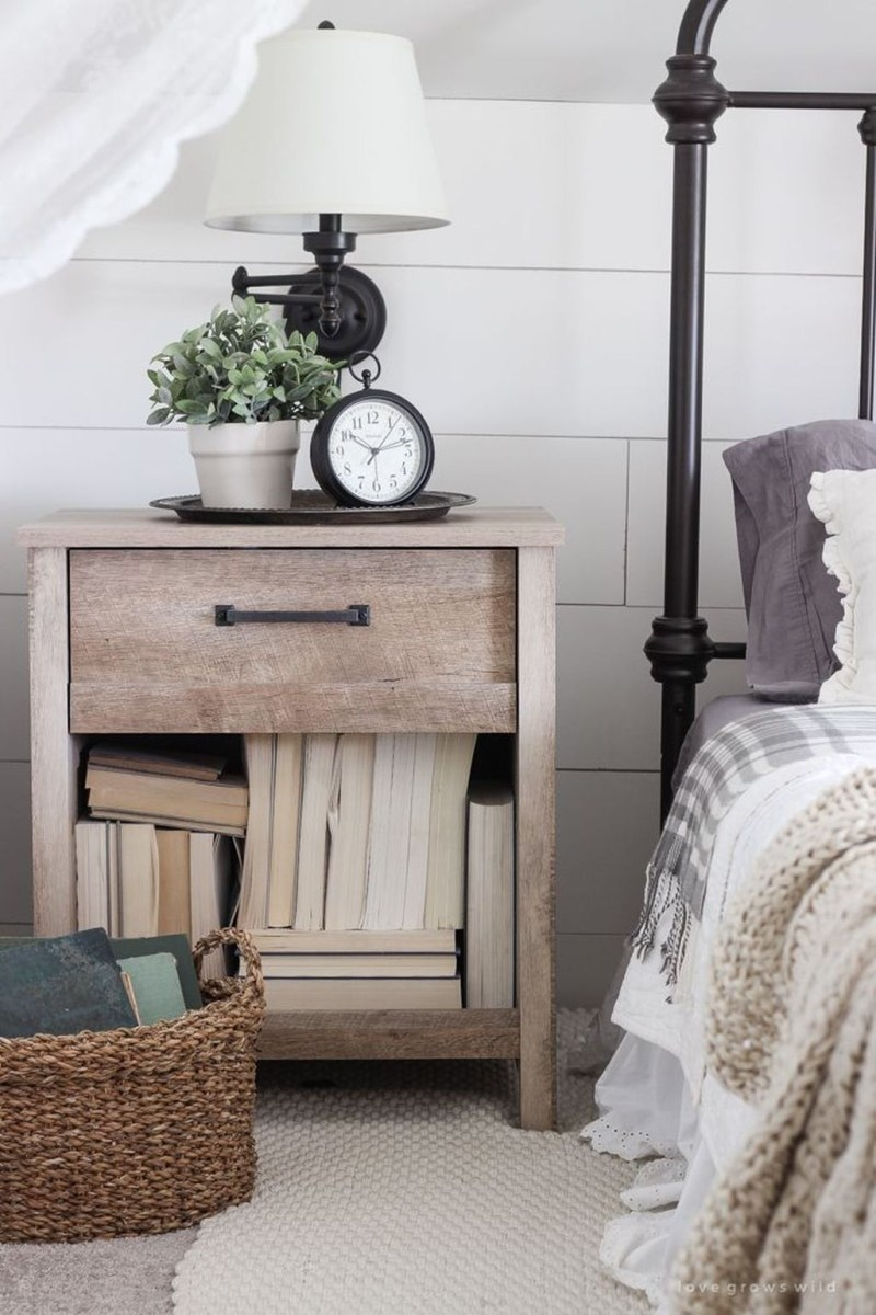 Awesome Rustic Farmhouse Bedroom Decoration Ideas 38