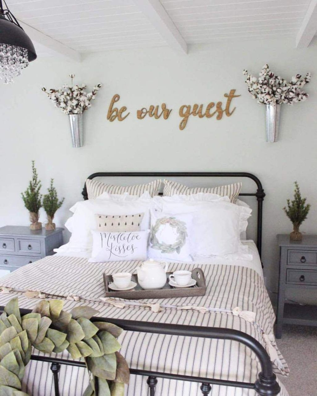 Awesome Rustic Farmhouse Bedroom Decoration Ideas 45