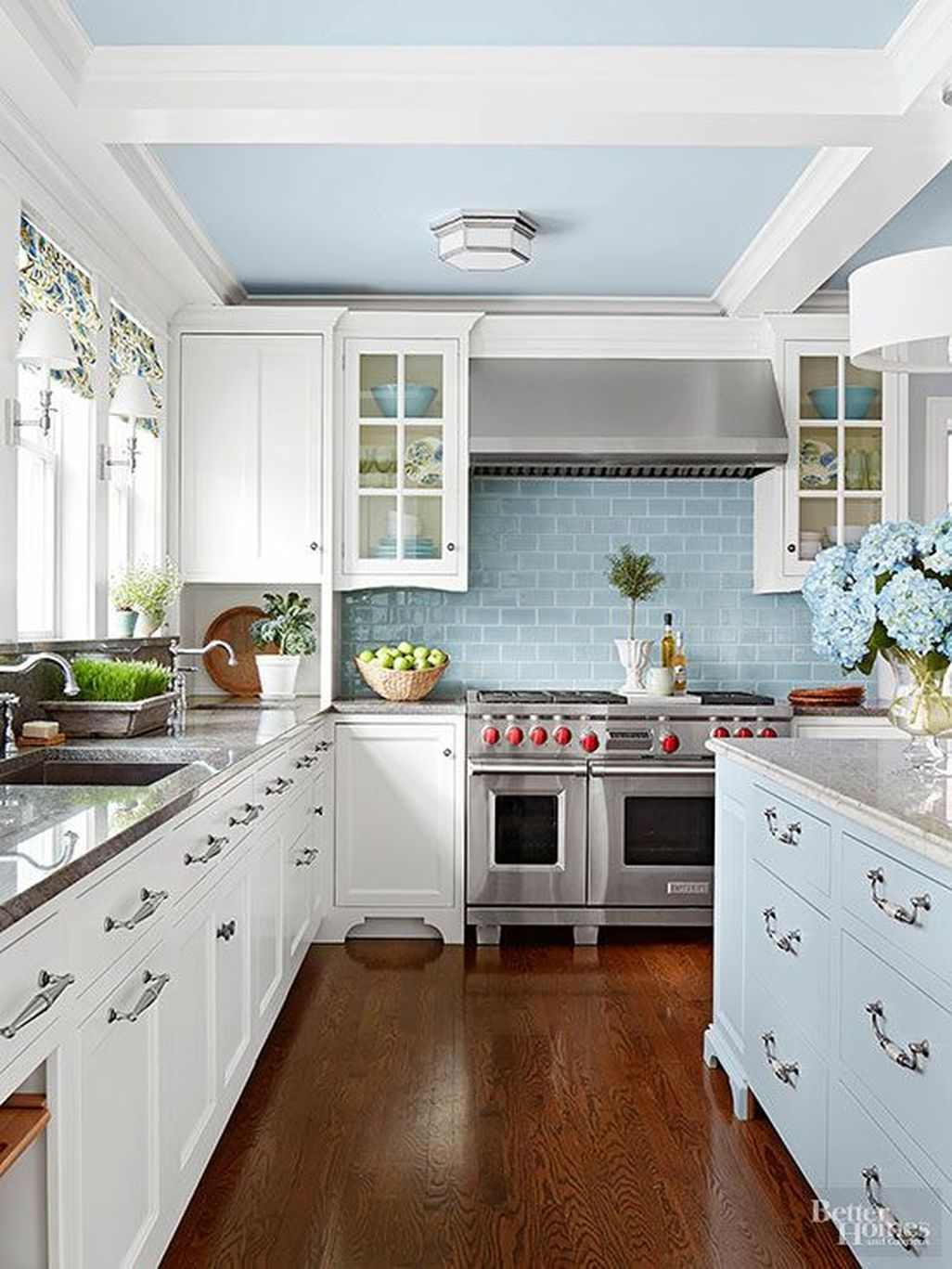 Awesome White Kitchen Backsplash Design Ideas 18