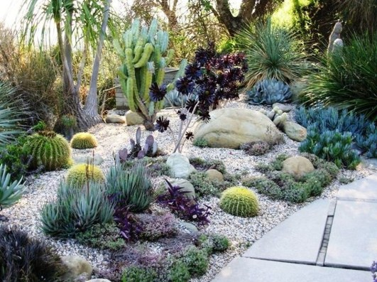 Beautiful Front Yard Rock Garden Design Ideas 20