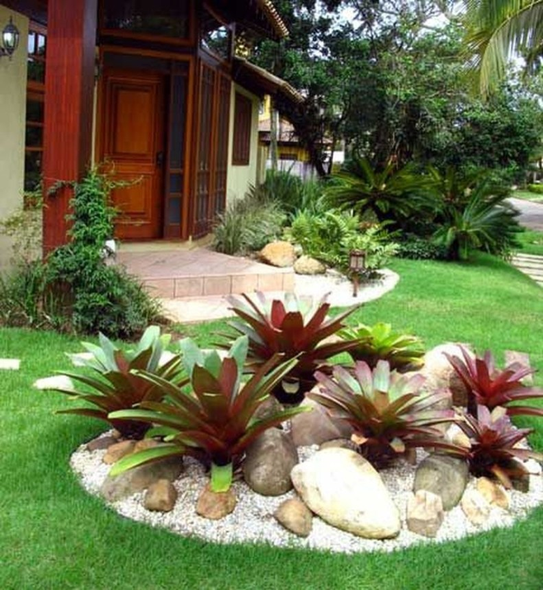 Beautiful Front Yard Rock Garden Design Ideas 28