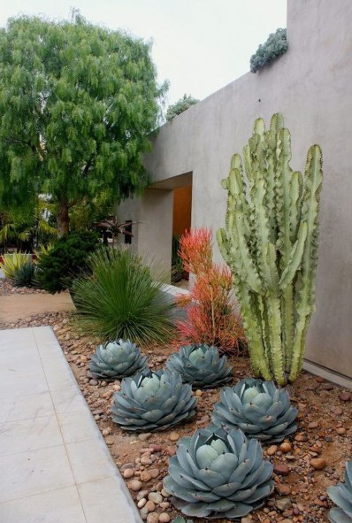 Beautiful Front Yard Rock Garden Design Ideas 32