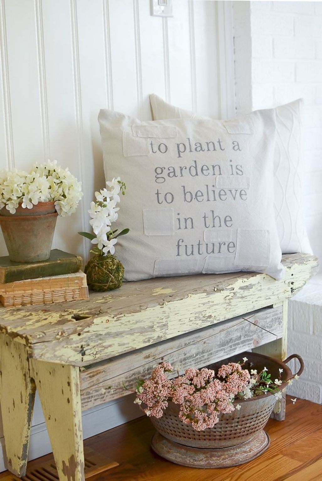Cute Farmhouse Decoration Ideas Suitable For Spring And Summer 28
