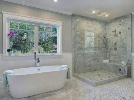 Fresh Rustic Farmhouse Master Bathroom Remodel Ideas 17
