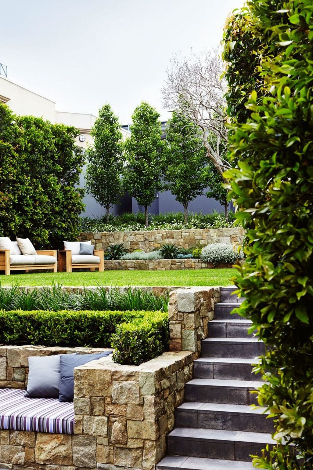 Stunning Front Yard Walkway Landscaping Design Ideas 04