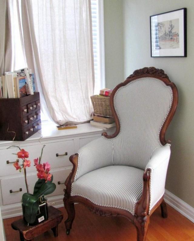 25 Amazing Victorian Sofa Ideas For Elegant Living Room