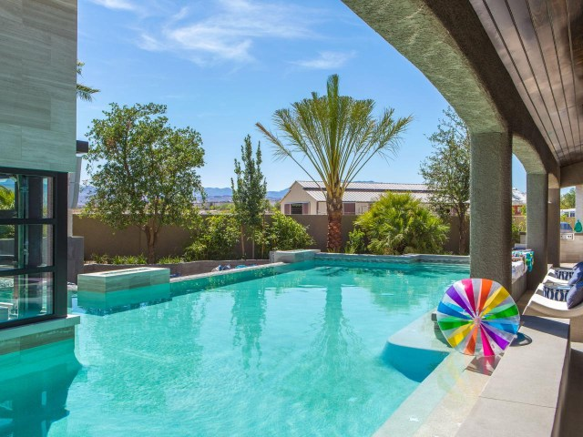 25 Bold Beautiful Contemporary Swimming Pool Designs