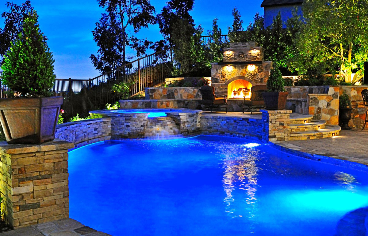 25 Ideas For Decorating Backyard Pools