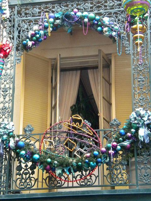 27 Cool Christmas Balcony Dcor Ideas Digsdigs