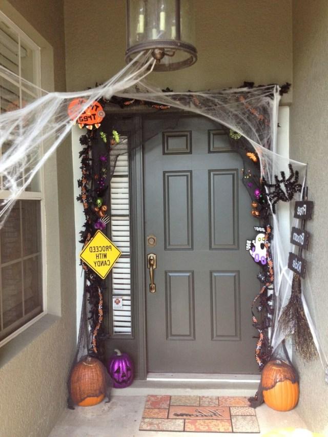 28 Spooky Front Door Halloween Decoration Inspirations