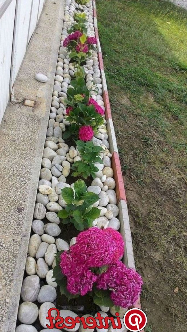 30 Beautiful Small Backyard Landscaping Ideas With Rocks