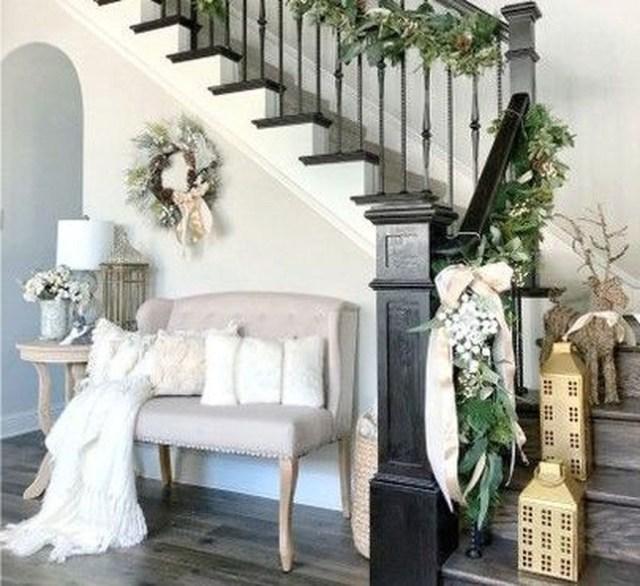 48 Gorgeous Winter Staircase Decoration Ideas Christmas