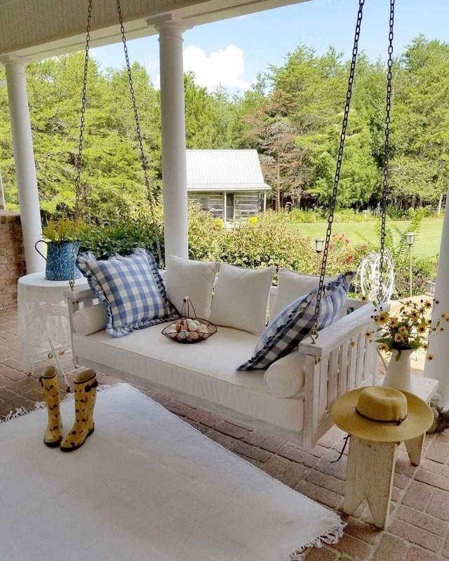 55 Beautiful Farmhouse Front Porch Decorating Ideas