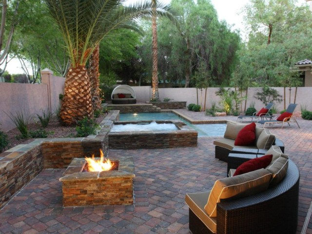 8 Delightful And Affordable Fire Pit Decoration Designs In