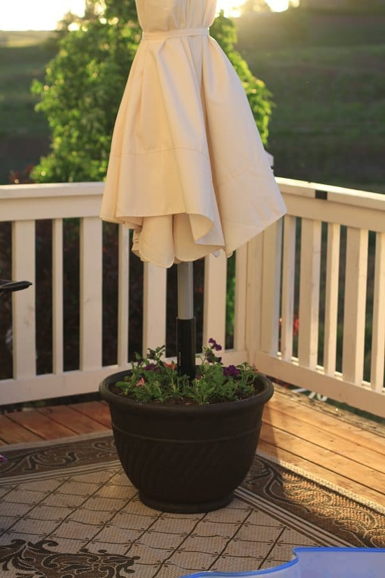 9 Diy Umbrella Stand Planter Ideas For Gardeners Balcony
