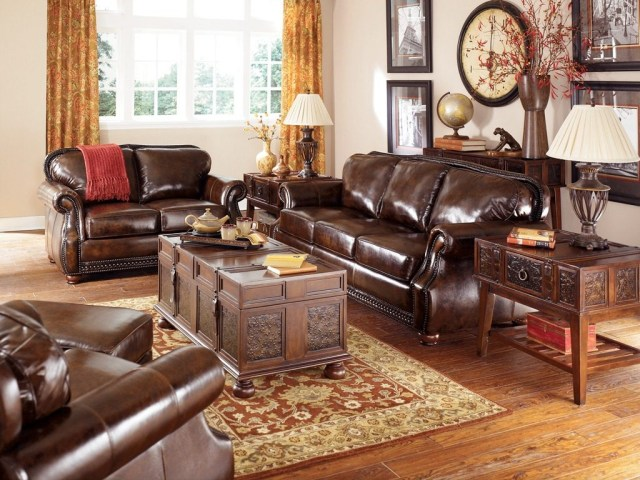 Antique Living Room Ideas With Classic Painting Scheme