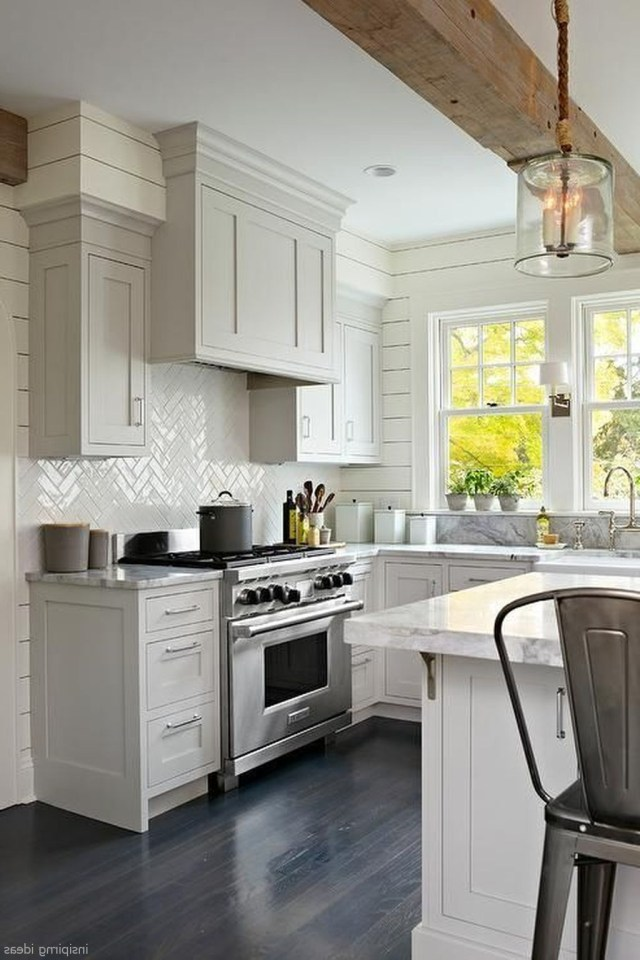 Beautiful Modern Farmhouse Kitchen Backsplash Ideas 12