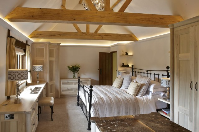 Bedroom Furniture And Vaulted Ceiling In 2020 Vaulted