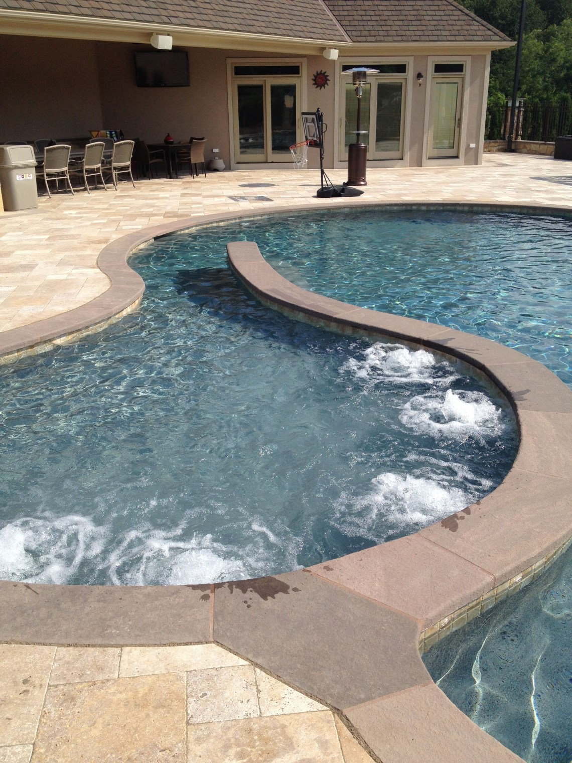 Bubbling Sun Shelf With Spa Jets Gunite Pool Pool Designs