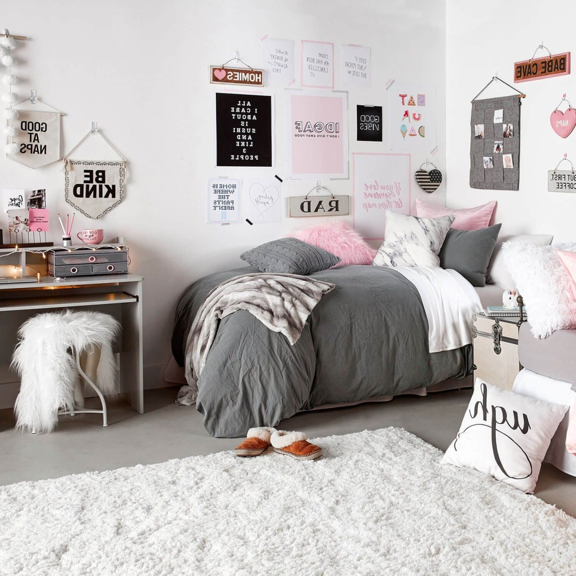 Classically Cozy Room Dorm Room Designs Dorm Design