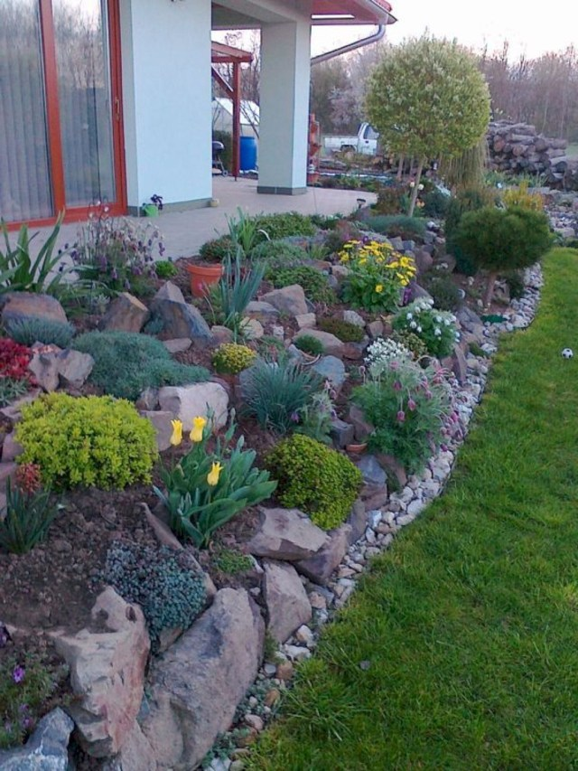 Fabulous Front Yard Rock Garden Ideas 13
