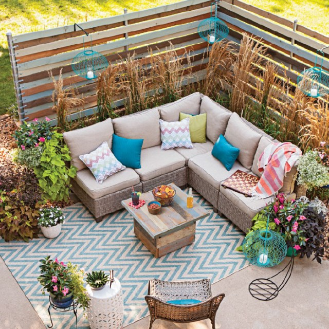 Fenced Cozy Outdoor Patio Beautiful Fence Decoration Ideas