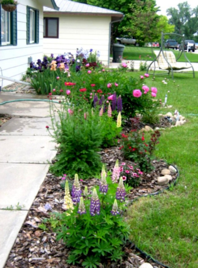 Front Yard Flower Bed Landscaping Idea Front Yard Flower