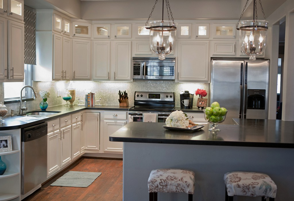 How To Create A Beautiful Decor With White Kitchen