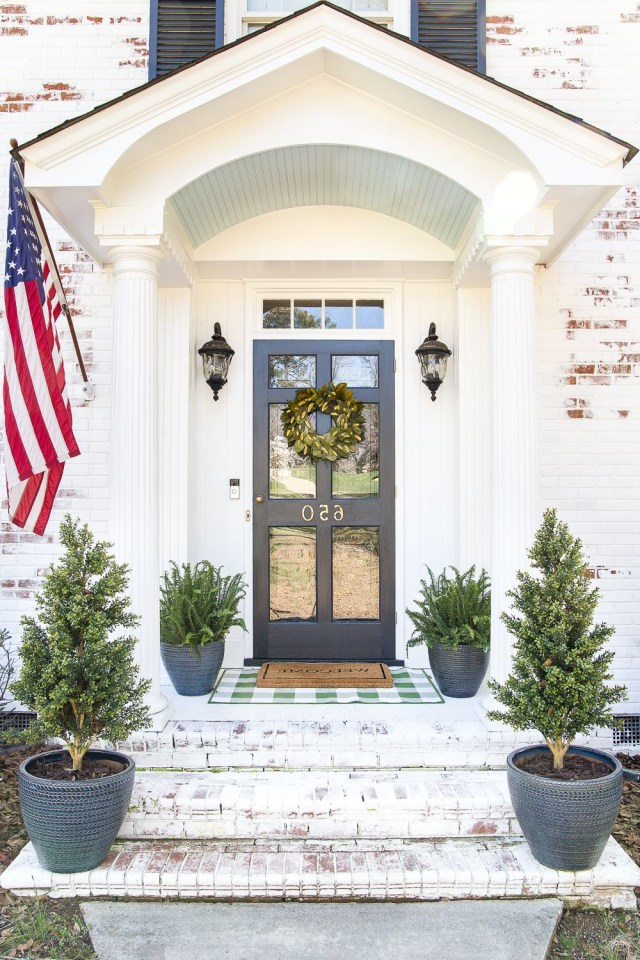How To Decorate A Small Porch Stoop In 4 Easy Steps