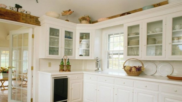 Image Result For Martha Stewart Decorating Above Kitchen Cabinets With Images Above Kitchen