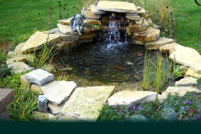 Kertitavakcsodogokvizessek Small Garden Pond Design Ideas