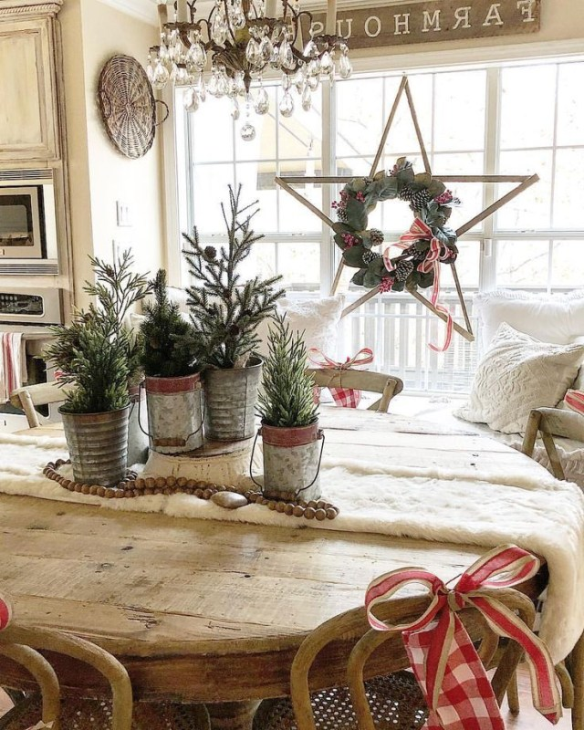 Rustic Star With A Christmas Wreath Farmhouse Decorating