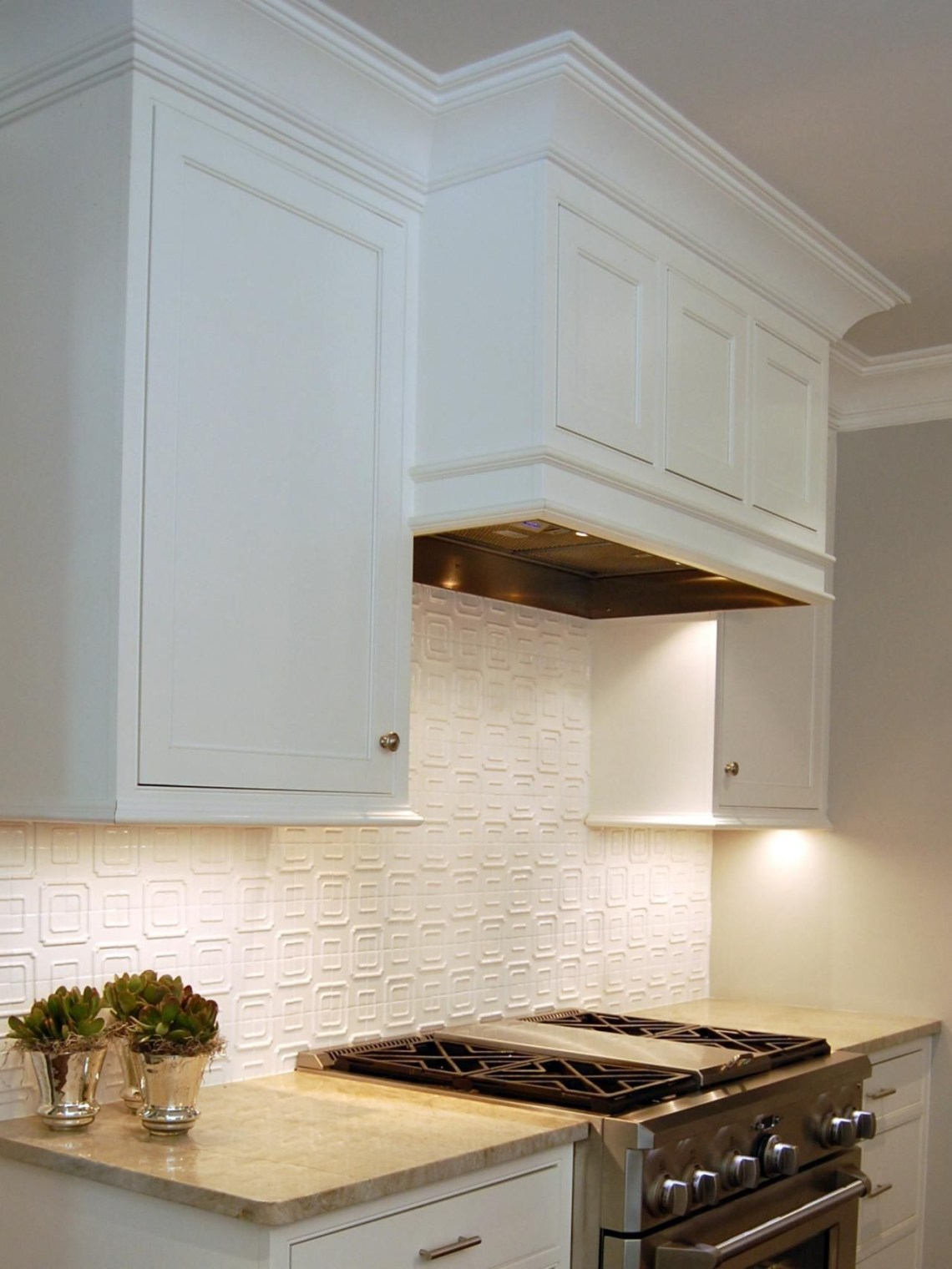 The Hidden Range Hood Helps The Open Kitchen Blend Easily