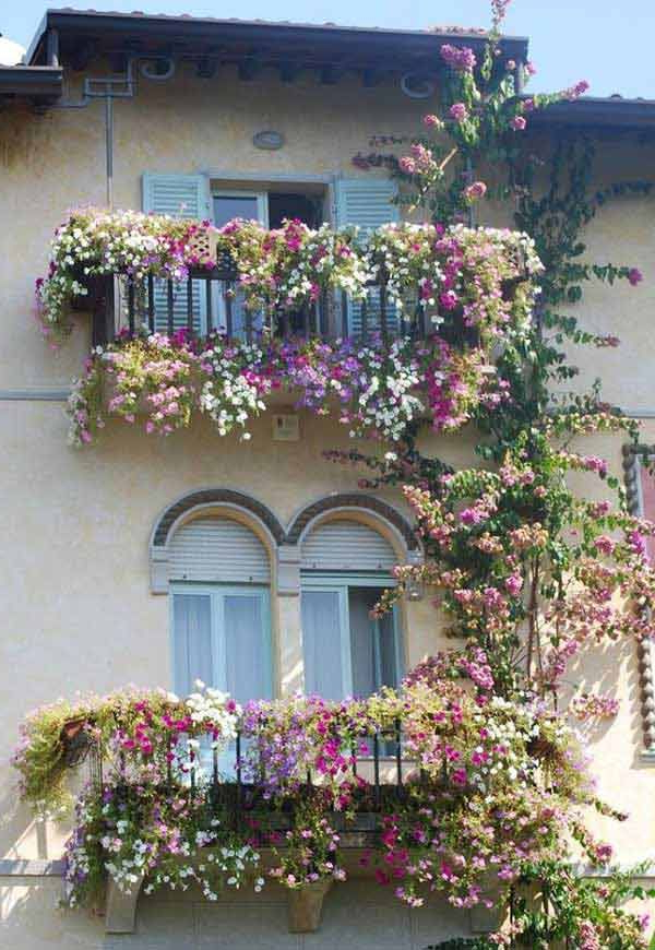 Top 20 Spectacular Balcony Gardens That You Must See