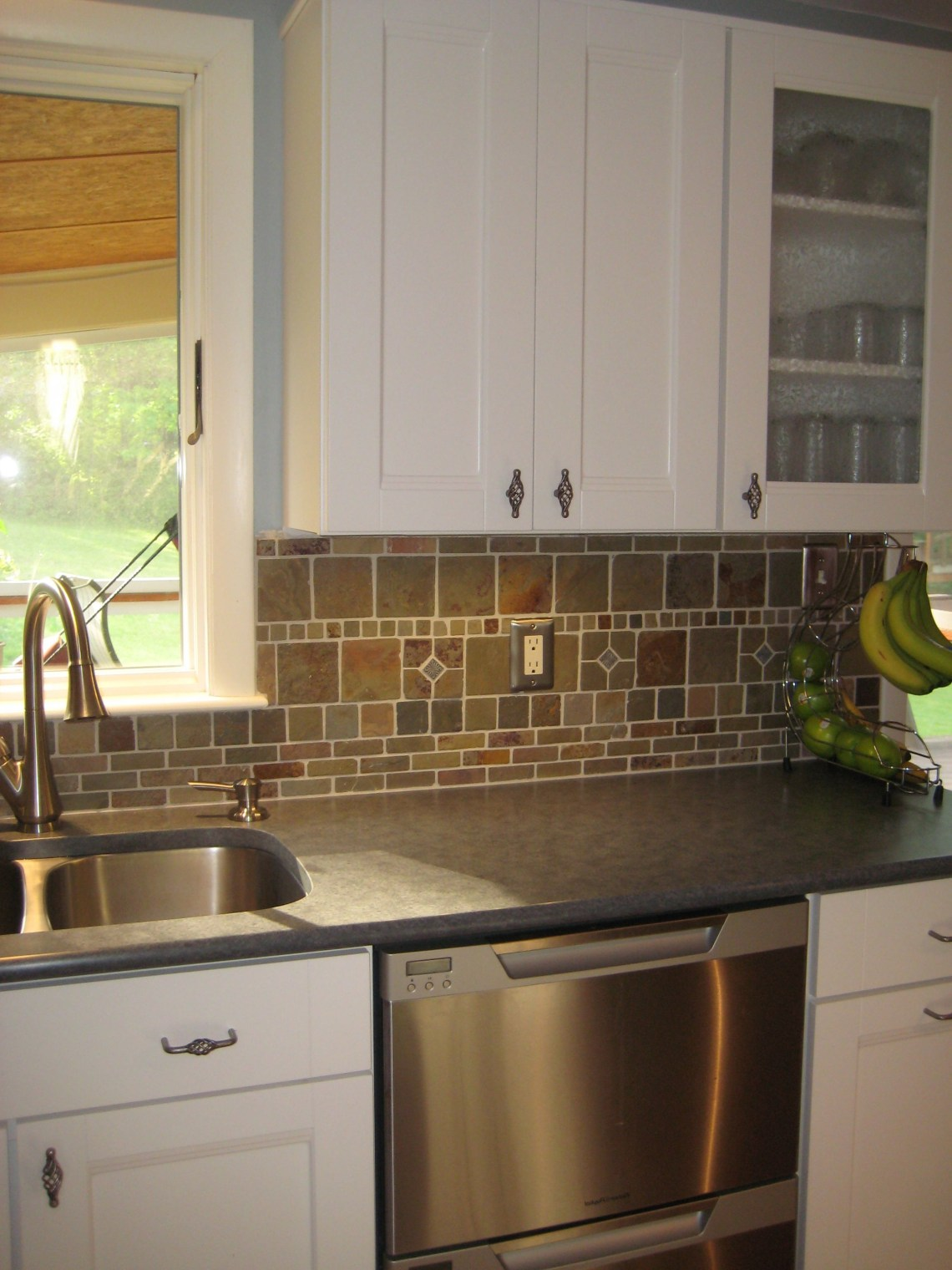 White Cabinets Dark Countertops And Slate Backsplash Backsplash With Dark Cabinets Trendy