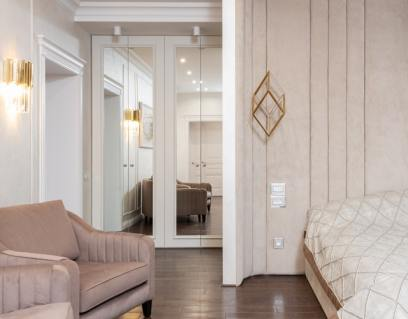full wall mirror to make small home space look bigger